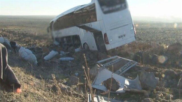 Yolcu otobüsünün şarampole devrildiği görüldü.