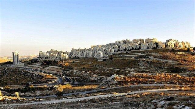 İşgalci İsrail, ABD Başkanı Trump'ın kararından da güç bularak Doğu Kudüs' 7 bin yeni konut inşa edeceğini açıkladı.