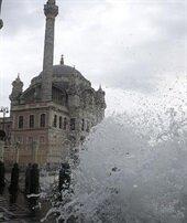 İstanbul'da 'lodos' engeli