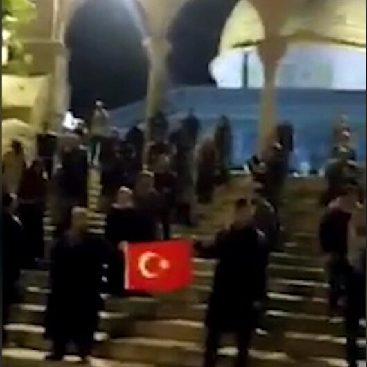 Türk öğrencilerden Mescid-i Aksa'da bayraklı protesto