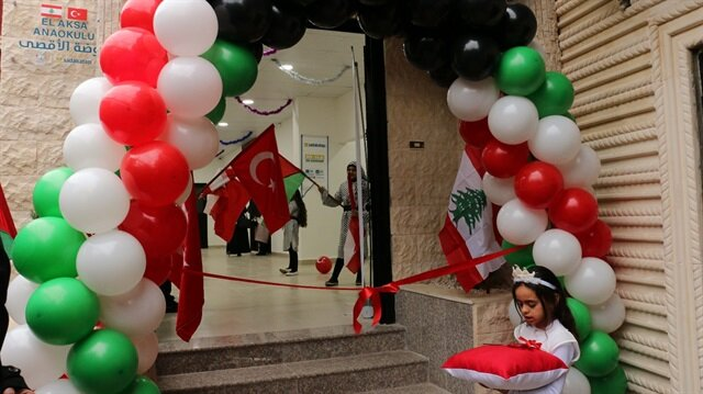 Burj El Barajne'deki 200 çocuk okula kavuştu
