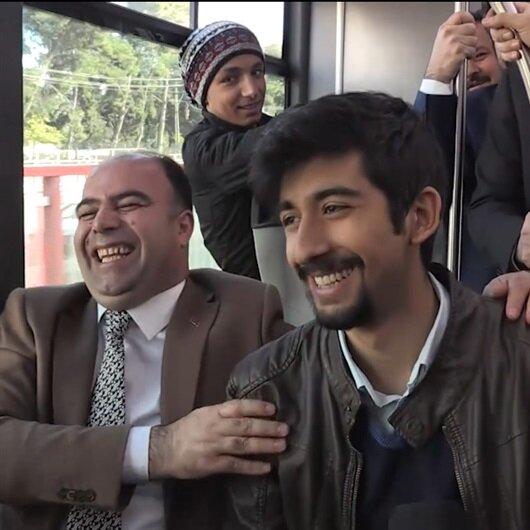 Otobüste çalışan belediye başkanı öğrencileri şaşırttı