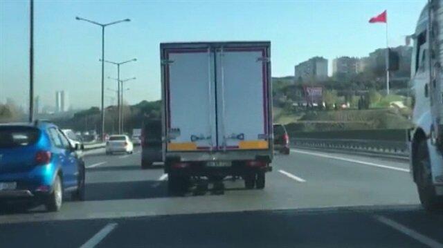 Trafikte makas atarak ilerleyen kamyon sürücüsü kamerada
