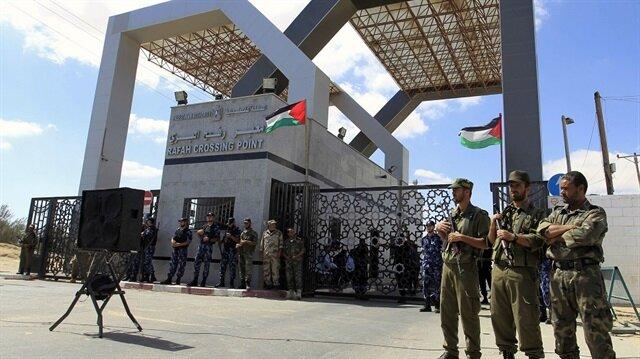 Mısır Refah Sınır Kapısı'nı 4 günlüğüne açtı