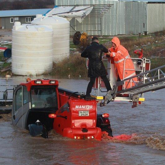 Kırklareli'nde sele kapılan iş makinesi kurtarıldı