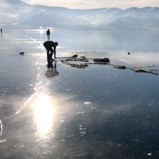 Buz tutan göle ilk balık ağları atıldı