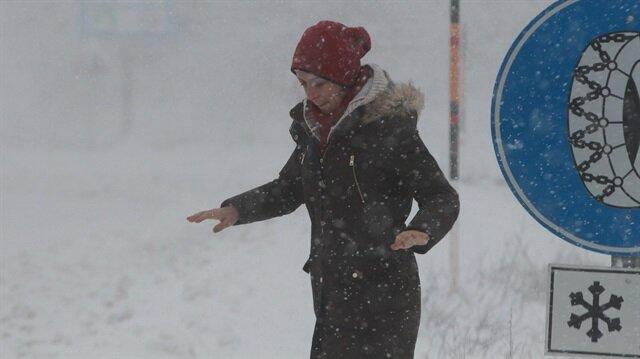 Kar yağışı nedeniyle bazı vatandaşlar zor anlar yaşadı.