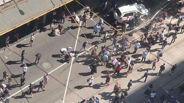 Avustralya'nın Melbourne kentinde bir araç yayaların arasına daldı.