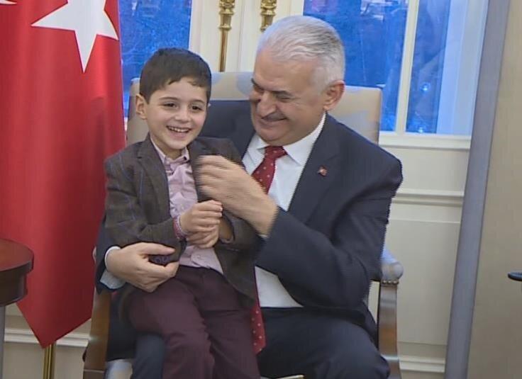 Üç yıl boyunca mücadele veren anne Mehtap Yazıcı, oğluna kavuşmasına vesile olan Başbakan Yıldırım'a teşekkür ziyaretinde bulundu.