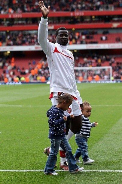 Emmanuel Eboue çocuklarına hasret kaldığını açıkladı.