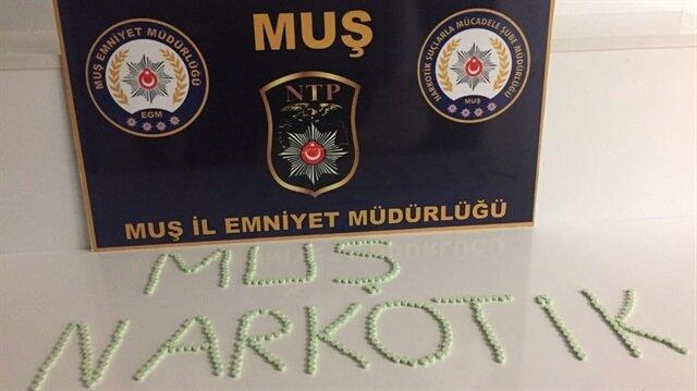 Muş'taki uyuşturucu satıcılarına düzenlenen operasyona 1 kişi tutuklandı, 336 adet uyuşturucu hap ele geçirildi.