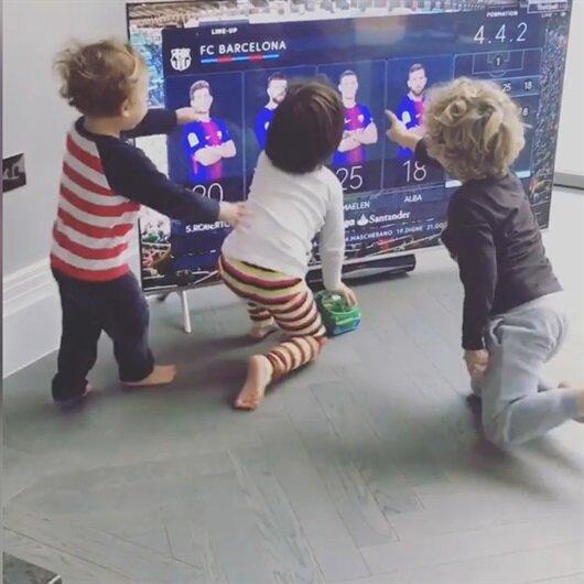 Babalarının ilk 11'de olduğunu gören çocuklar