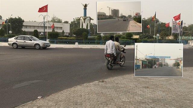 Türk bayraklı Çad sokakları