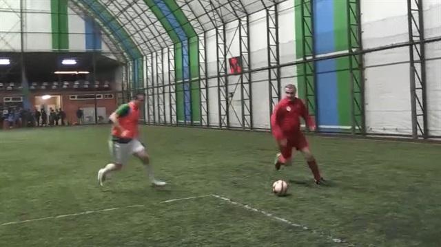 Bakan Osman Aşkın Bak halı sahada futbol oynadı