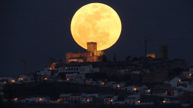 Yılın ilk günü gözlemlenecek Süper Ay, 2 yılda bir gözlemlenebiliyor.