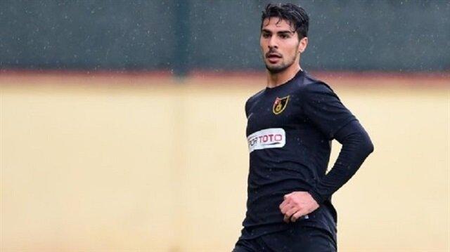 Defans oyuncusu Mehmet Zeki Çelik, bu sezon çıktığı 19 maçta 2 gol kaydetti.