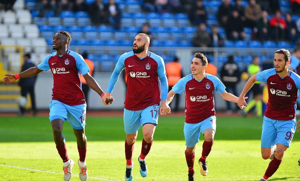 Abdülkadir Ömür bu sezon Süper Lig'de 14 maçta 1 gol attı 3 asist yaptı.