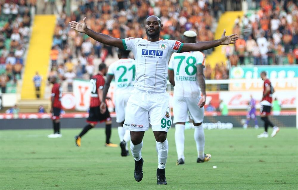Geçen sezon gol kralı olan Vagner Love, bu sezon çıktığı 14 lig maçında 10 gol atma başarısı gösterdi.