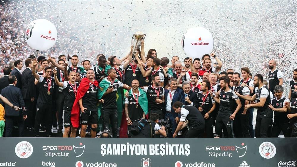 Beşiktaş 15. şampiyonluğunu kutladı.