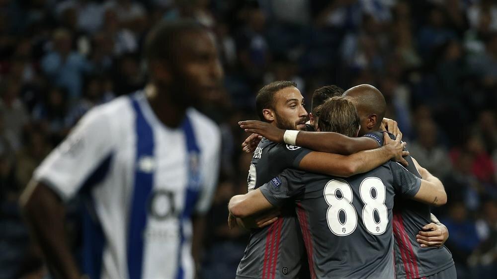 Cenk Tosun, Şampiyonlar Ligi gruplarında 4 gol attı 2 de asist yaptı.