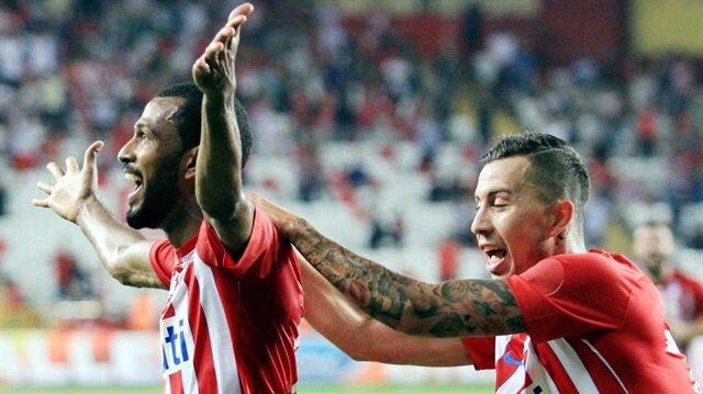 Maicon bu sezon Antalyaspor'da ligde oynadığı 19 maçta 4 gol 1 asistlik peformans sergiledi.