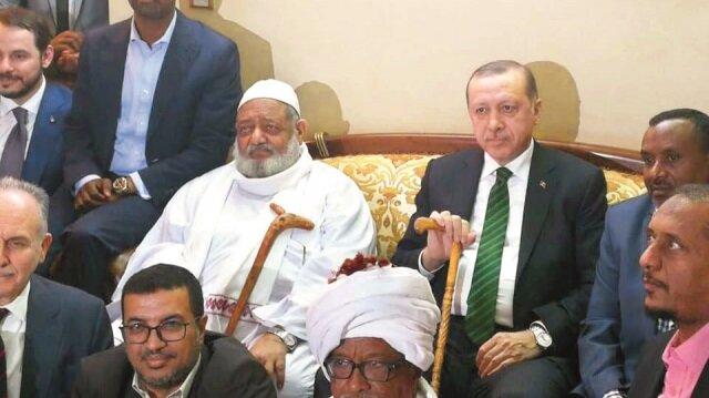 Cumhurbaşkanı Recep Tayyip Erdoğan ile Sudanlı yazar Fatih Ali Hasaneyn bir araya gelmişti.