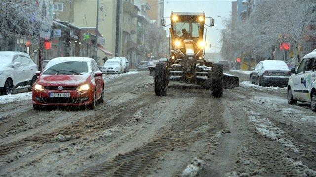 Ardahan'da kar yağışı nedeniyle okullar tatil edildi.