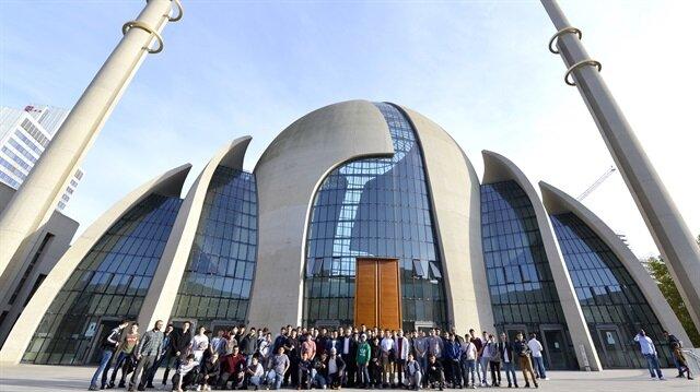 Avrupa Haberleri Almanyadaki Köln Merkez Camisine Yoğun Ilgi