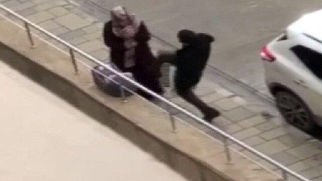 Van'da hastanenin önünde yaşanan ve amatör kameraya yansıyan kadına şiddet olayı.