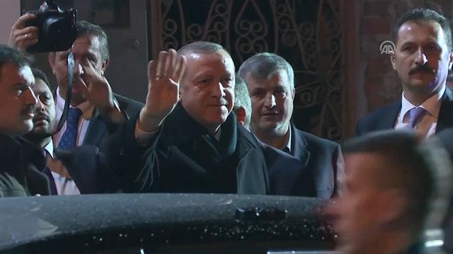 Erdoğan'dan AK Parti Sarıyer İlçe Başkanlığı'na ziyaret