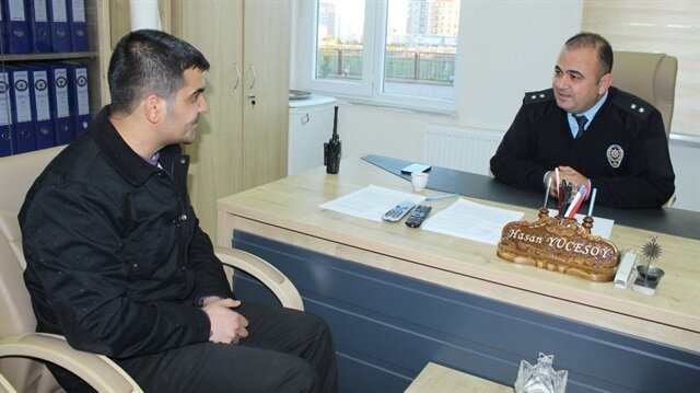 Suriyeli genç Adıyaman'da çöpte bulduğu altınları polise teslim etti.