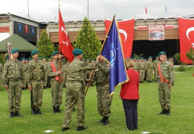 Kosava'da görev yapan Türk askerleri.