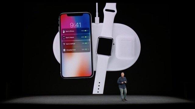Apple'ın Eylül ayında gerçekleştirdiği etkinlikte Airpower ürünü tanıtılıyor.