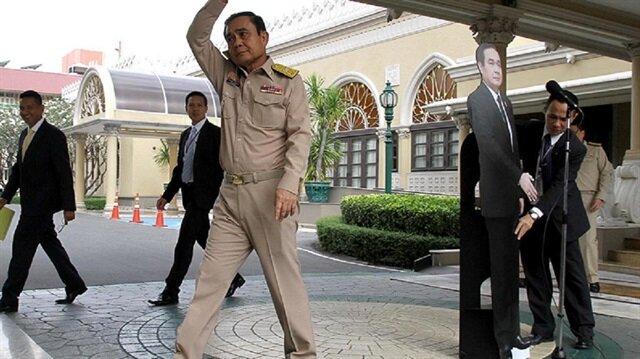 Tayland Başbakanı Prayut Çan-oça, sorulardan kaçmak için ilginç bir yönteme başvurdu.