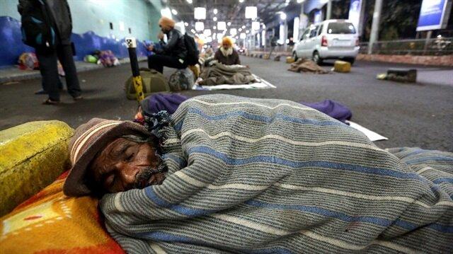 Hindistan'da soğuklar nedeniyle 187 kişi hayatını kaybetti.