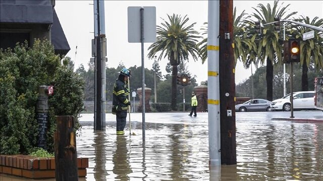 Heavy rain in California brings huge mudslides and floods