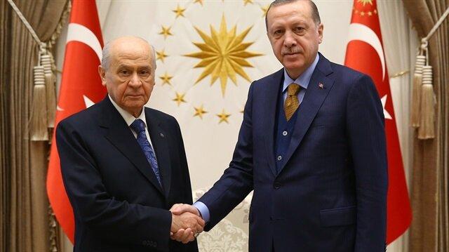 """أردوغان يستقبل زعيم """"الحركة القومية"""" في المجمع الرئاسي"""
