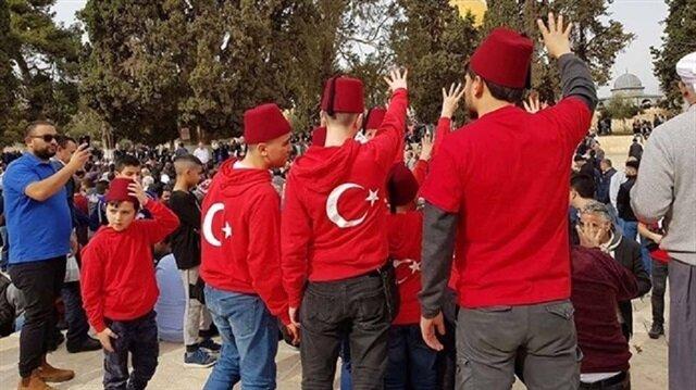 İşgalci İsrail Aksa'da bayrakla fotoğraf çekilen Türk vatandaşını gözaltına aldı