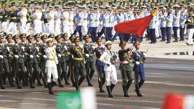 Çin ordusu geçen yıl ilk kez Pakistan Milli Günü'ne katılım gösterdi. İki ülke arasındaki ilişkilerin son yıllarda gelişmesi dikkatleri çekiyor.