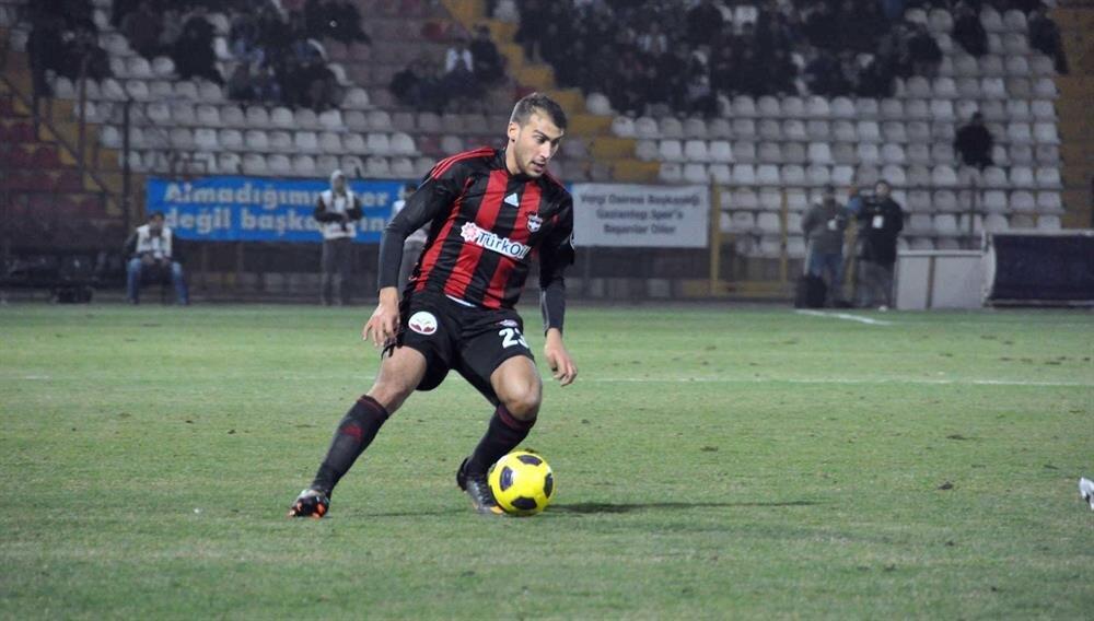 Cenk Tosun, 3.5 sezon forma giydiği Gaziantepspor'dan bedelsiz olarak Beşiktaş'a transfer olmuştu. Milli futbolcunun Everton'a transferinden 3.5 sezonluk dönemden kaynaklanan yetişme payı bulunuyor.