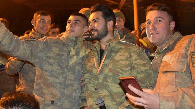 Yusuf Güney, Şırnak'ta Mehmetçik'e moral konseri verdi.