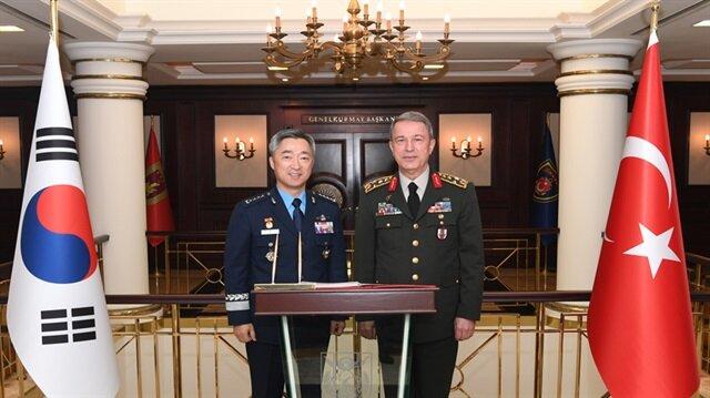 رئيس الأركان التركي يلتقي في أنقرة قائد القوات الجوية لكوريا الجنوبية