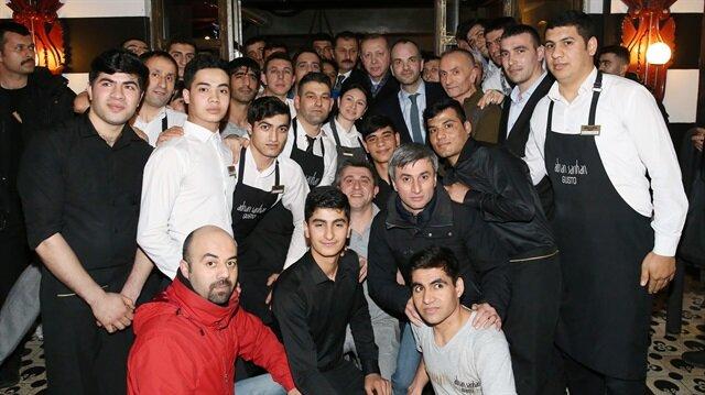 Cumhurbaşkanı Recep Tayyip Erdoğan, Etiler'de bir çorbacıya uğradı.