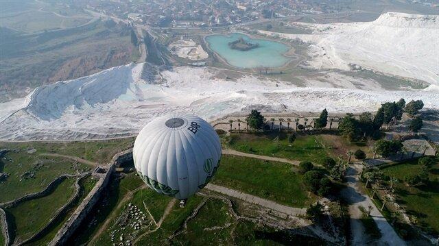 """""""باموق قلعة"""" التركية.. مركز سياحي وعلاجي معا"""