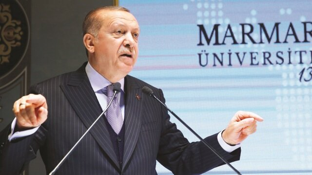 """Erdoğan, """"Türkiye'nin 17-25 Aralık ve 15 Temmuz darbe girişimlerine giden yolu dershane tartışmalarından takip etmek mümkün. FETÖ, bu milletin çocuklarına yaptığı kötülükle geleceğimizi gasbetti, çaldı ve bu ümmeti parçaladı"""" dedi"""