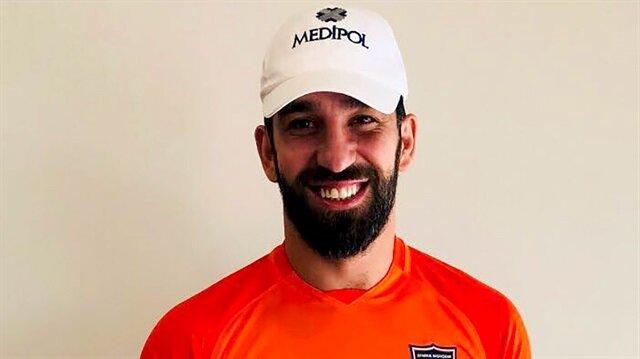 Arda Turan, 2.5 yıl boyunca Başakşehir'de kiralık olarak forma giyecek.