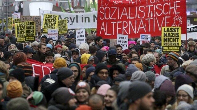 Avusturya'da toplanan yaklaşık 60 bin kişi hükümetin İslamofobik politikalarını protesto etti.