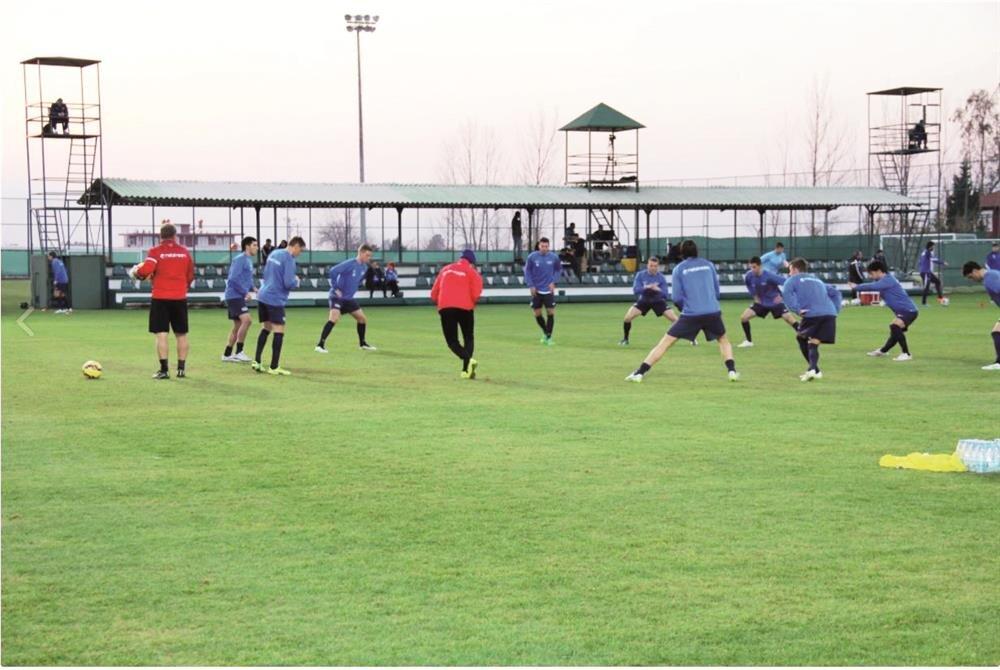 İsviçre basının asılsız iddialarına kulak asmayan Zürih takımı Antalya'da kamp yapıyor.