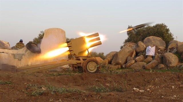 Muhalifler, rejim güçlerine ağır silahlarla saldırdı.