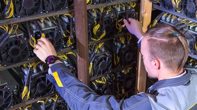 Bitcoin madenciliği için kullanılan cihazlar.